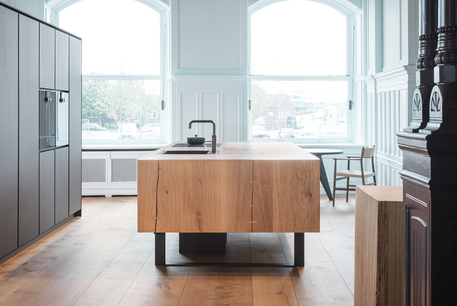 A contemporary kitchen with Dinesen flooring at the Dinesen showroom in Aarhus Denmark