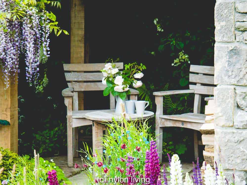 A seating area for a nice cup of tea #RHSchelsea #gardeninspiration #gardendesign #ChelseaflowerShow #UKtravel #Yorkshire #England #NorthYorkshire #statelyhome #countryhouse #NationalTrust #UKdaysout #garden_styles #gardenideas #Englishgarden #Englishcountryside #EnglishCountryGarden #Englishcountryhouse #gardens