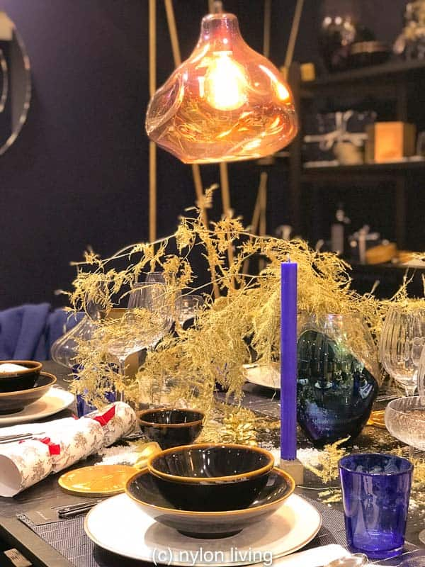 Royal blue candles, navy dinnerware and a Tom Dixon pendant