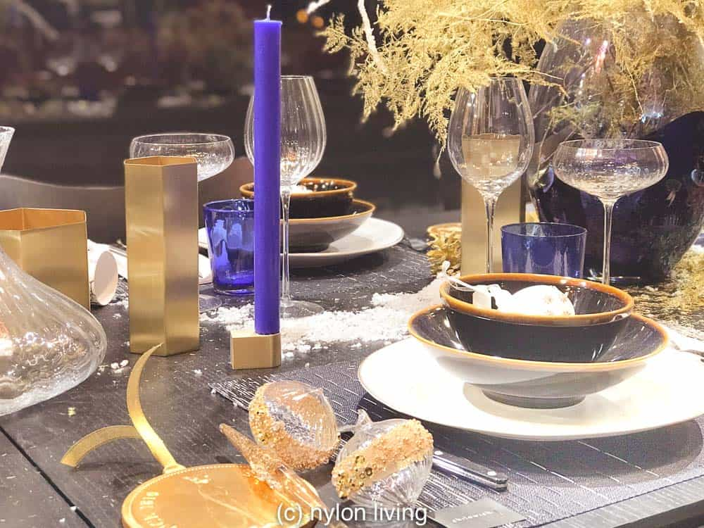 Have yourself a blue Christmas table decorations