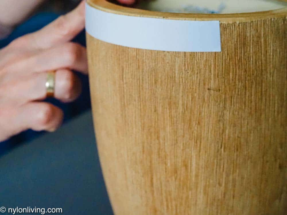 Attach the double sided tape to the pot