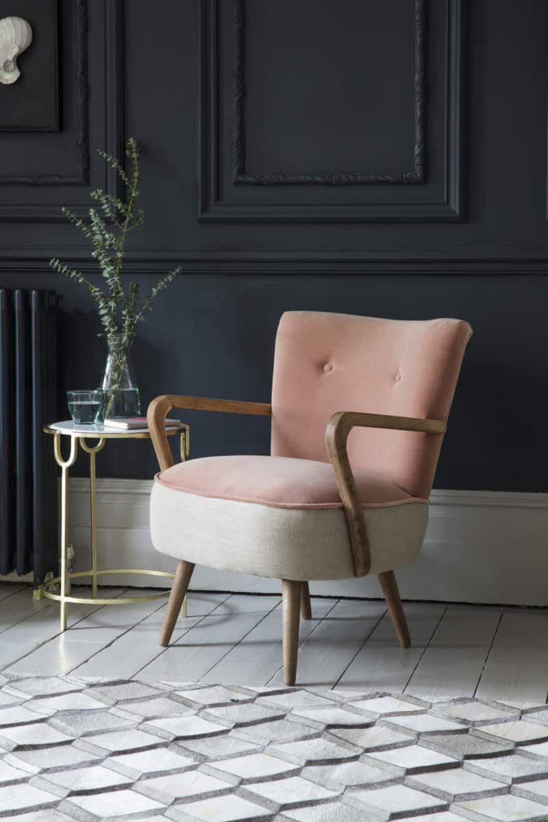 Armchair in champagne and light pink velvet fabric